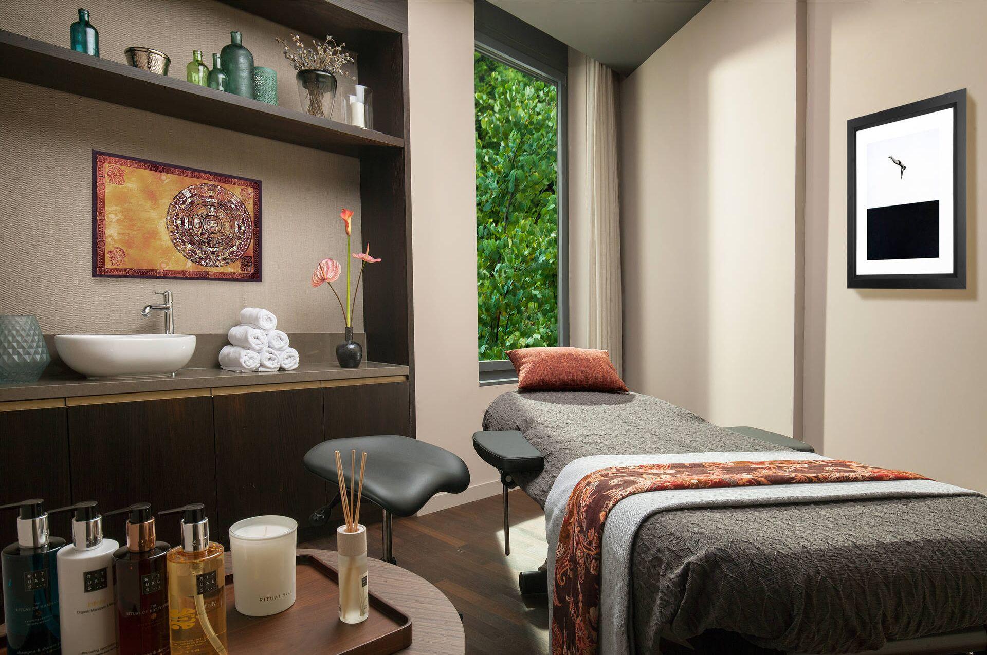 Massage room in the ACASA Suites Zurich's wellness and spa area – for your well-being
