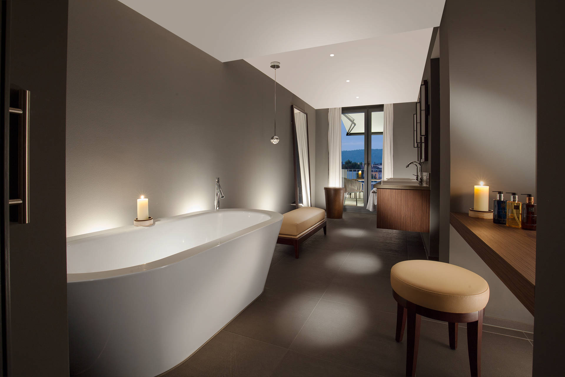 Bathroom in the Rooftop Suite with large bathtub and access to the roof terrace