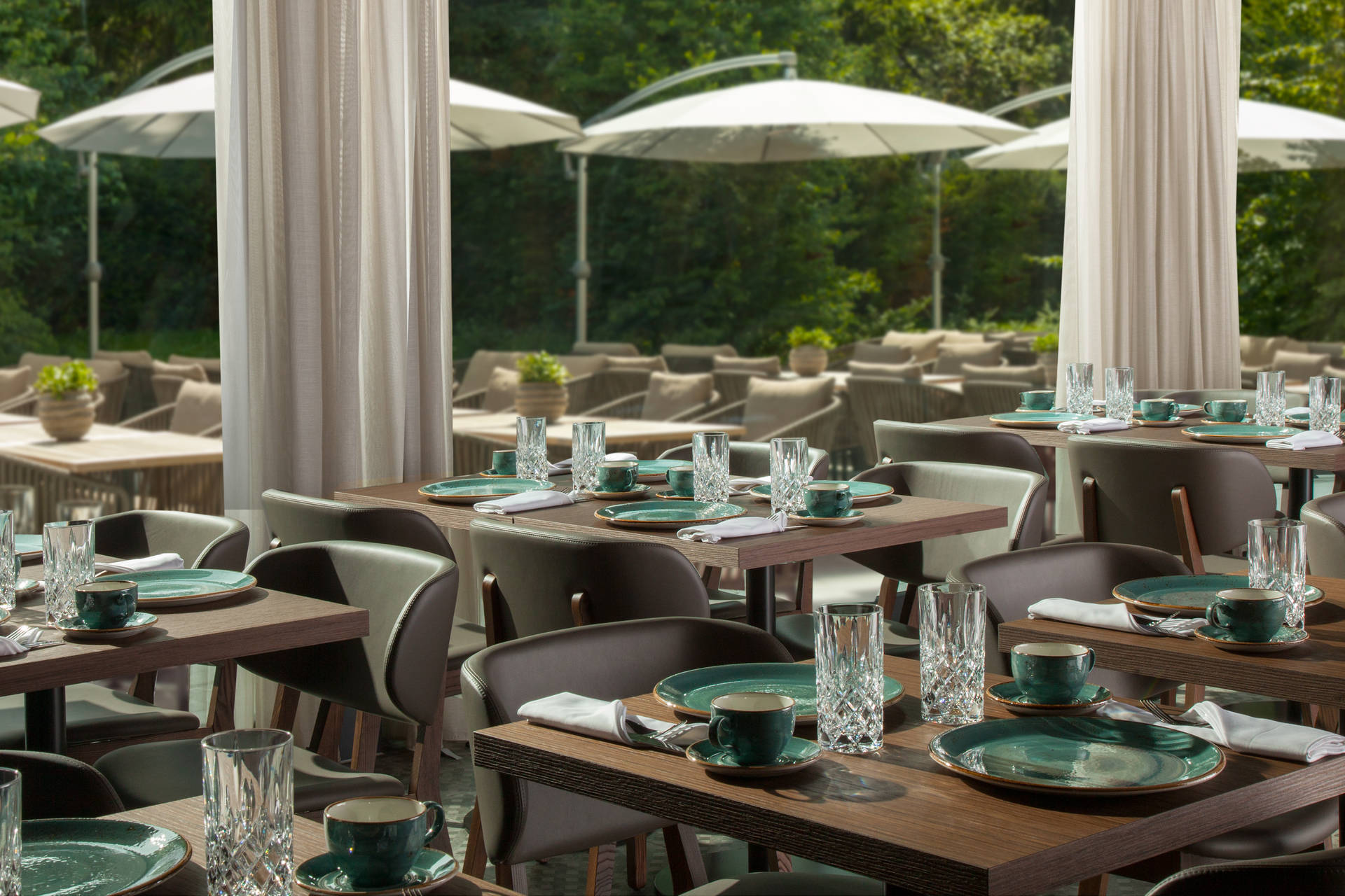 Garden terrace with restaurant in ACASA Suites Zurich